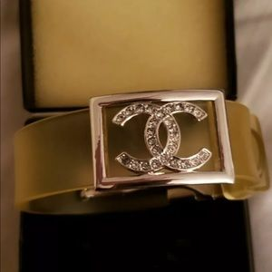 CHANEL Jewelry - VTG CHANEL BRACELET LIKE NEW! ONE OF A KIND! SIGN